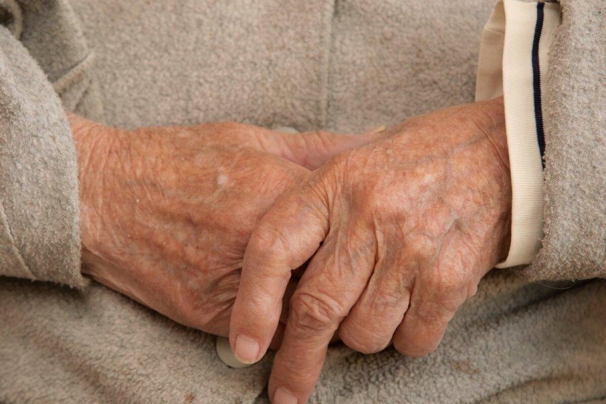 Hurt ja kriisige kogu keha liigesed Haigused uhiste liigestega