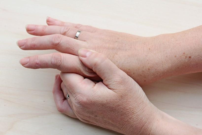 Raakige sorme liigesest